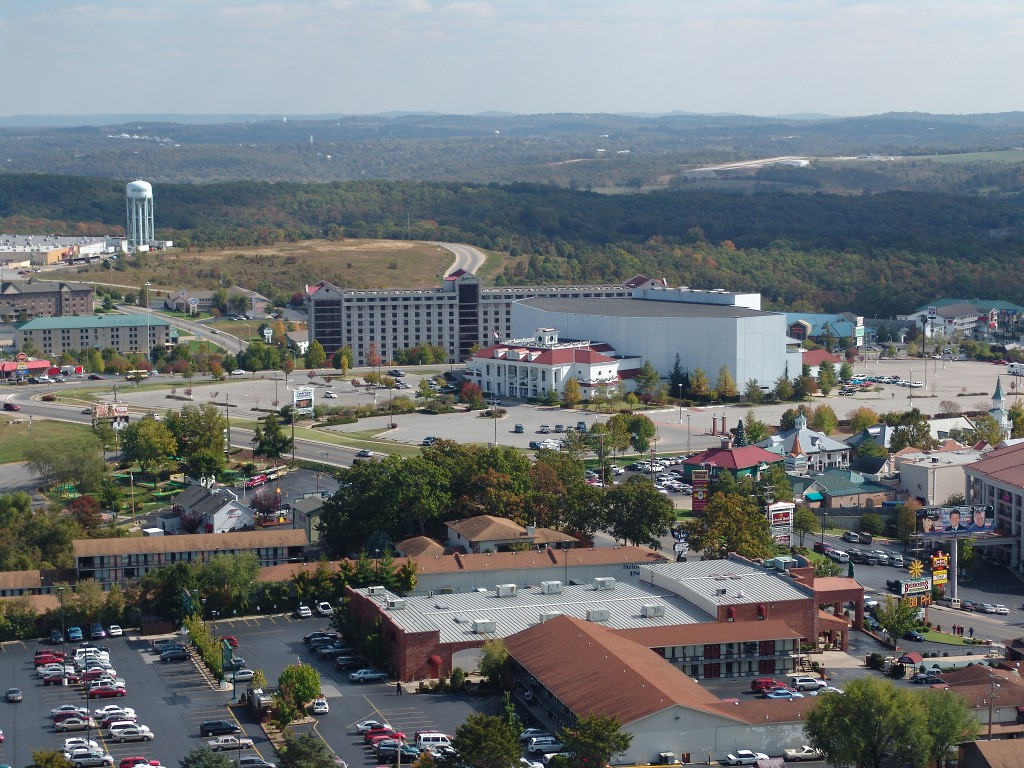 Branson Real Estate Golf Condo For A Very Big Family And